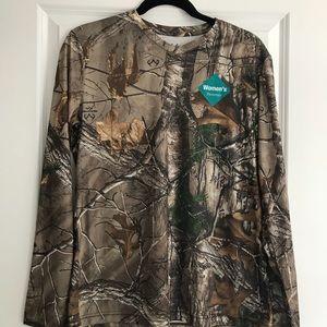 CABELA'S Long Sleeve Camo V-Neck Shirt NWT!